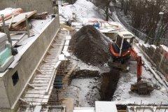 bagrovací práce v zimně při prvním sněhu