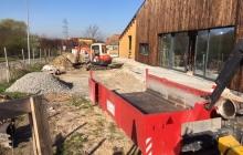bagrování u moderní stavby začátek