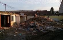 demolice budovy v okolí prahy