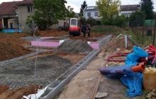 bagrování na stavbě rodinného domu v praze